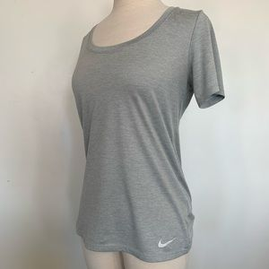 Woman's Nike Dri Fit Top Size Small